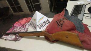 replica-de-arma-de-fogo-e-roupas-usadas-sinopse-08nov16