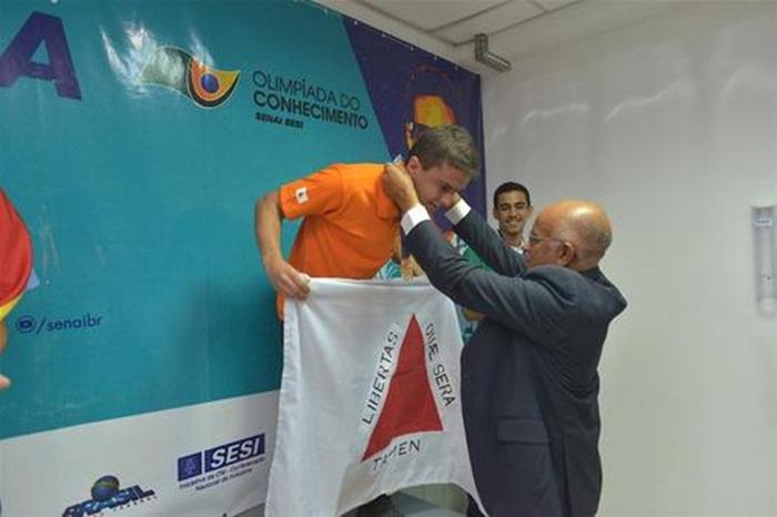 Lucas durante a entrega de medalhas