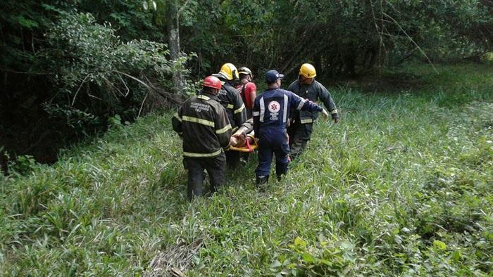 motorista-ficou-preso-nas-ferragens-do-caminhao-e-foi-resgatado-por-bombeiros-e-samu